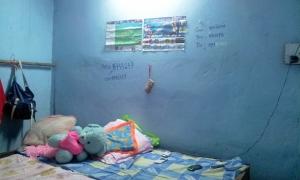 interno di una baracca - La baraccopoli degli studenti
