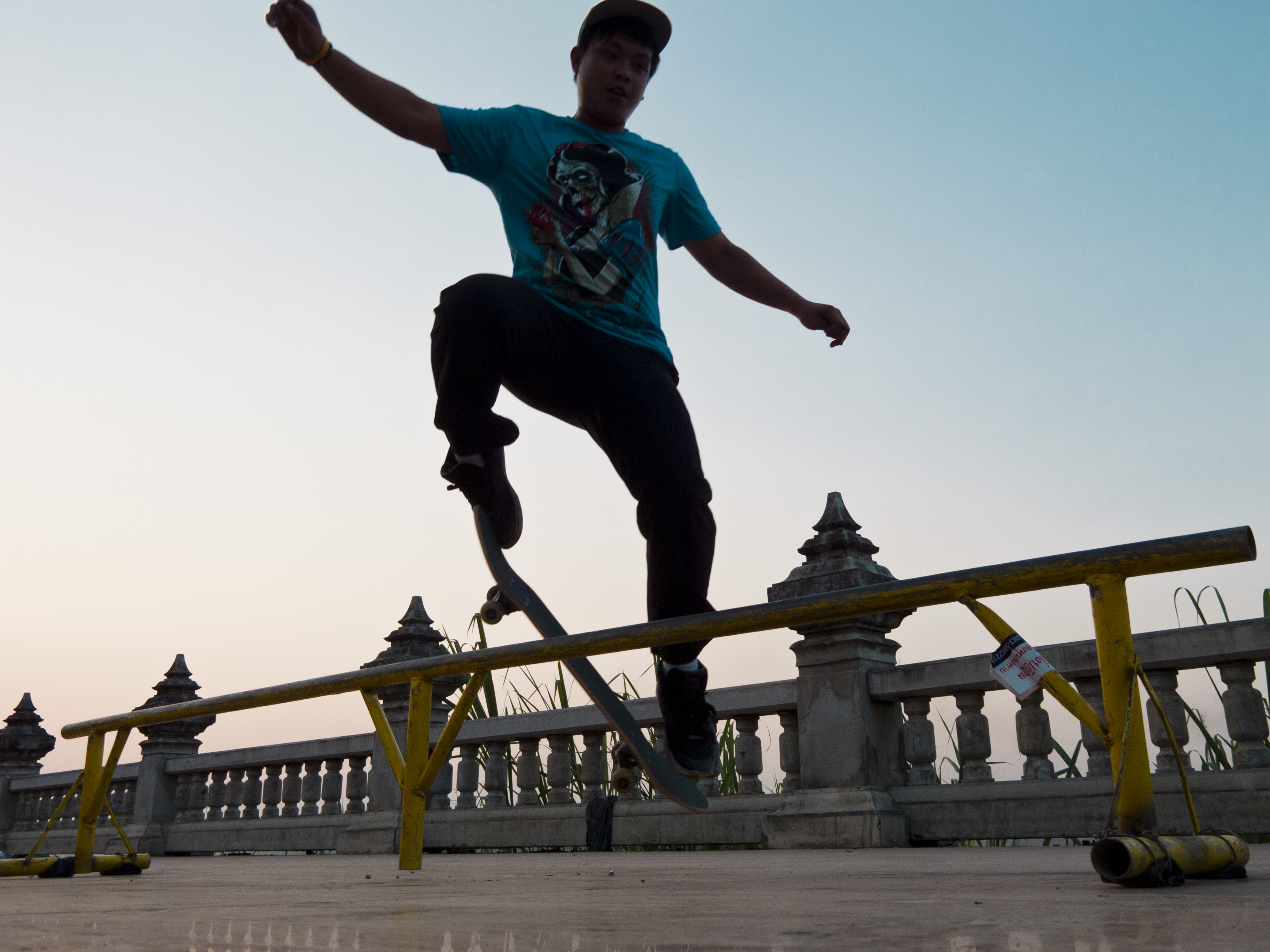 Skateboarder di Nong Khai (Thailandia)