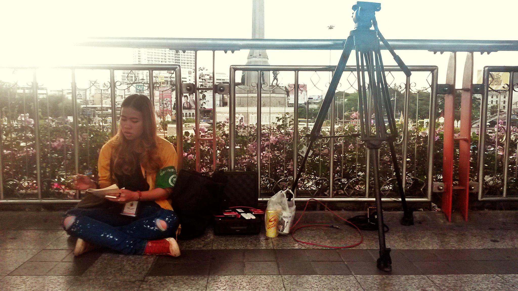 Giornalista TV presso Victory Monument (Bangkok)