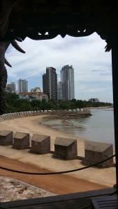 La spiaggia vista dal Santuario delle verità