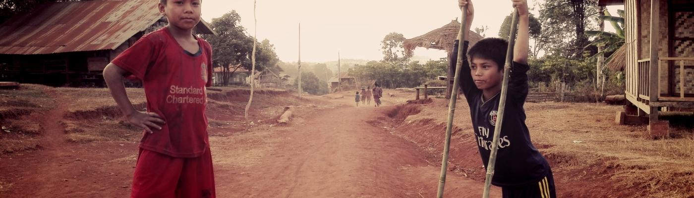 Bambini di un villaggio katu (Laos)