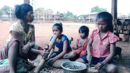 Bambini che fumano tabacco