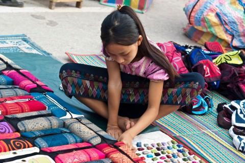 Bambina al mercato