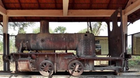Resti di una locomotiva utilizzata lungo la ferrovia di Don Kone