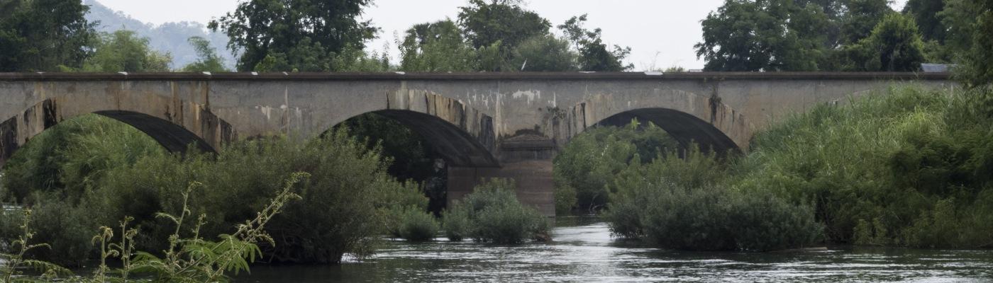 Il vecchio ponte ferroviario tra Don Kone e Don Det