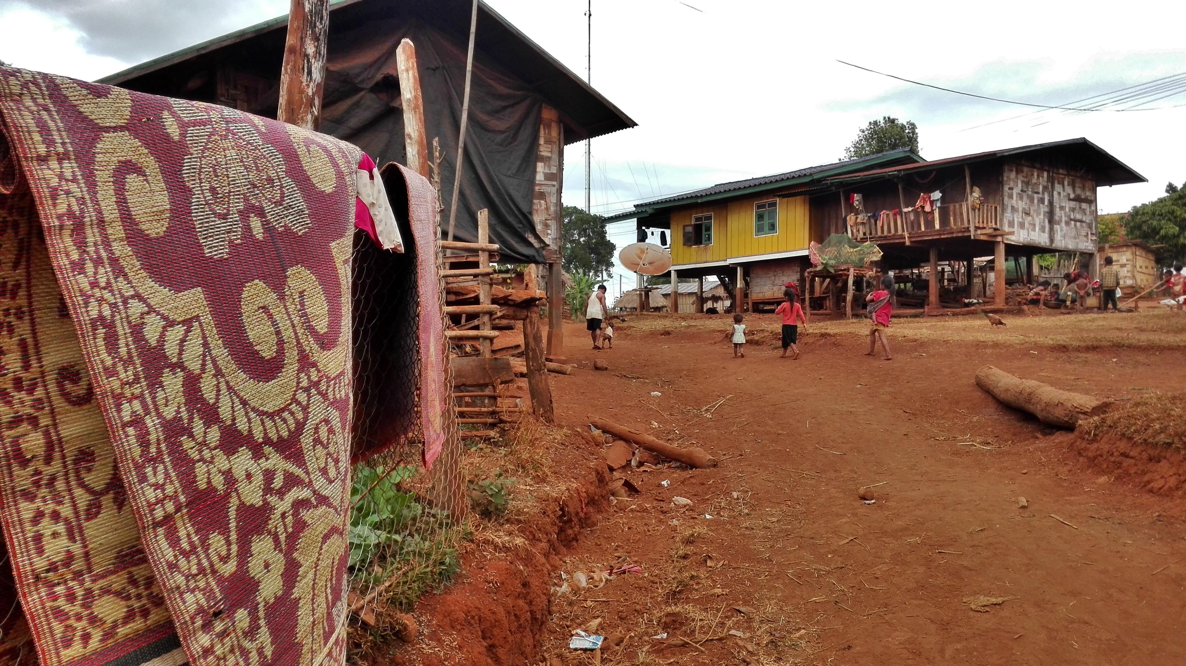 abitazioni di un villaggio katu